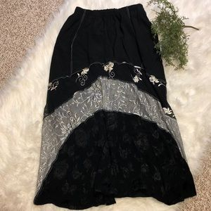 Dresses & Skirts - GUC Floral Embroidered and Lace Skirt Size Small